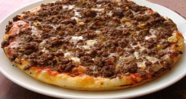 Pizza bolognese